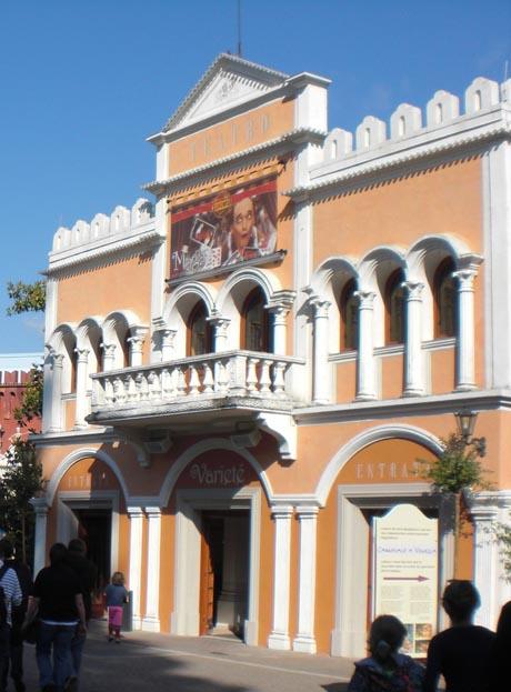 """Das """"Teatro"""" mit neuer Front."""