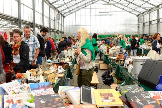 Über 5.000 Besucher stöberten am Wochenende beim Flohmarkt für den guten Zweck in den Hallen der Europa-Park Gärtnerei. Bild: Europa-Park