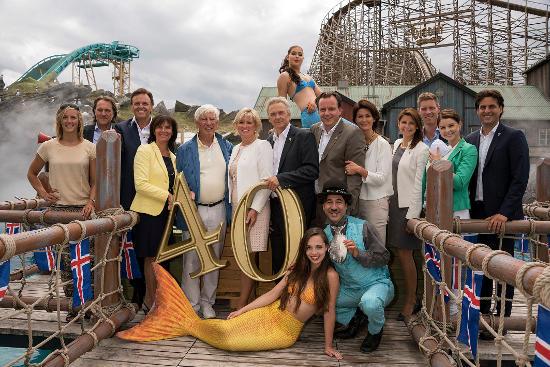 Die Familie Mack feiert mit Traumschiff-Kapitän Siegfried Rauch, Weltmeisterin im Kanuslalom Jasmin Schornberg und Moderator Ingo Dubinski 40 Jahre Europa-Park. Bild: Europa-Park