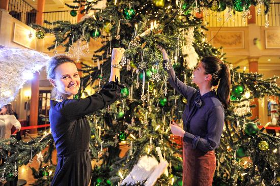 Der Swarowski-Weihnachtsbaum im Hotel Colosseo. Bild: Europa-Park