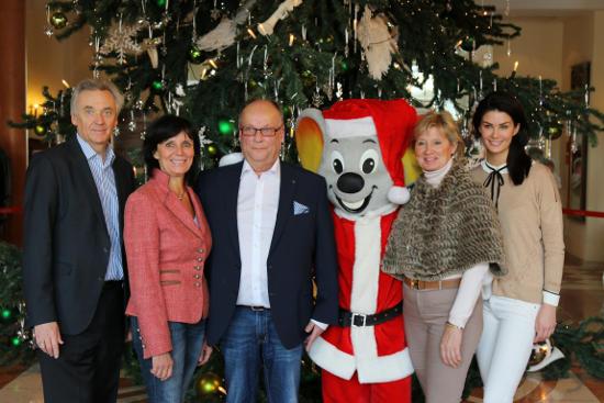 "Jürgen Mack, Marianne Mack, Michael Nitze, Mauritia Mack und Miriam Mack im Hotel ""Colosseo"" - Bild: Europa-Park"