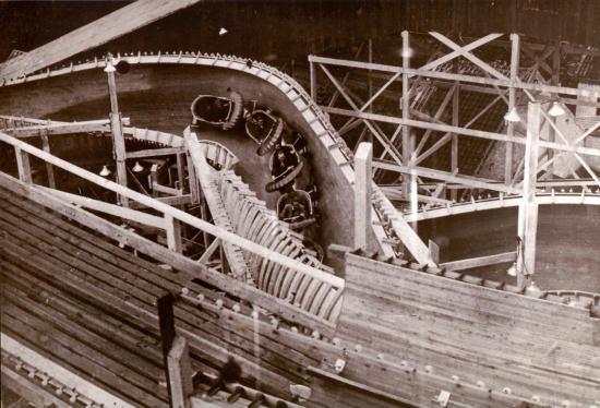 1951 baut Mack Rides die erste Bobbahn aus Holz. Bild: Mack Rides / Europa-Park