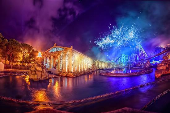 Faszinierendes Feuerwerk zum 10. Geburtstag der Horror Nights. Bild: Europa-Park