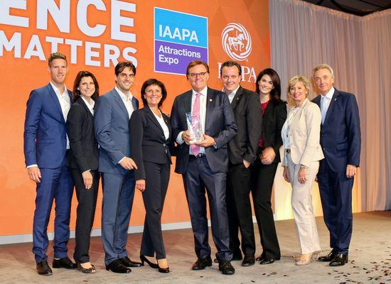 Die Inhaberfamilie Mack freut sich über die große Anerkennung der IAAPA in Orlando. Bild: Europa-Park