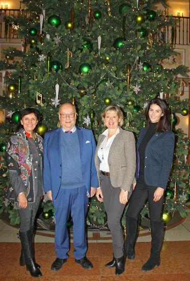 Marianne Mack, Michael Nitze, Mauritia und Miriam Mack (v.l.) - Bild: Europa-Park