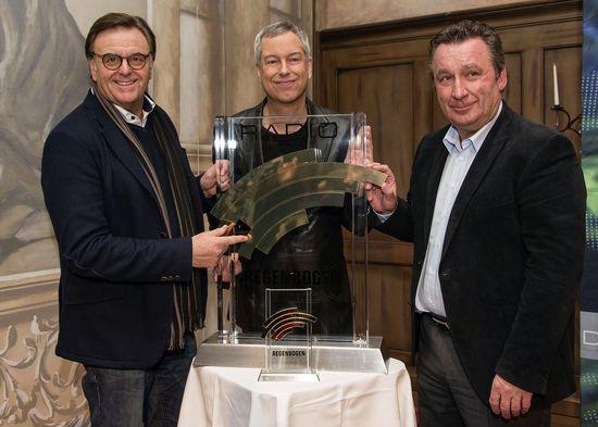 Roland Mack, Thomas Hermanns und Klaus Schunk freuen sich auf den fünften Radio Regenbogen Award im Europa-Park. Bild: Europa-Park
