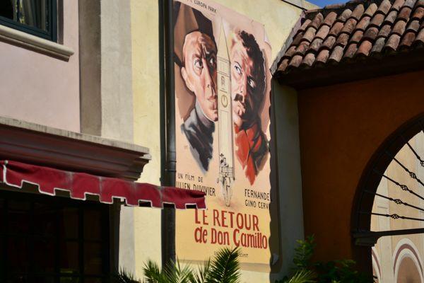 """Verneigung vor einem Filmklassiker im Französischen Themenbereich: """"Don Camillo kehrt zurück""""."""