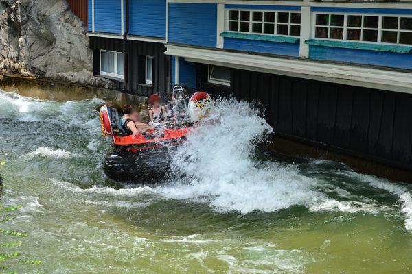 Beim Fjord Rafting im Skandinavischen Themenbereich gibt es manche Überraschung.