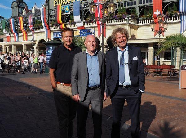 Europa-Park Inhaber Roland Mack gemeinsam mit Verkehrsminister Winfried Hermann und Prof. Dr. Bernd Raffelhüschen. Bild: Europa-Park