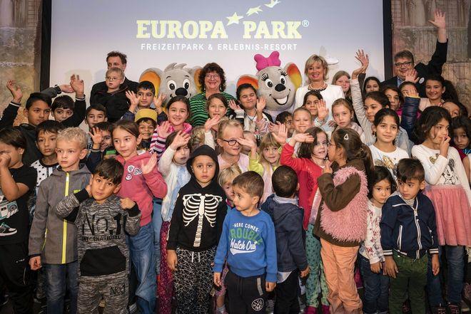 Integration Baden-Württemberg sowie Mauritia Mack und Michael Kreft von Byern seitens des Europa-Park. Bild: Europa-Park