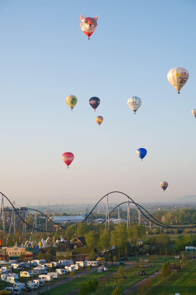 Heißluftballons schmücken den Horizont beim Ballonfestival. Bild: Europa-Park