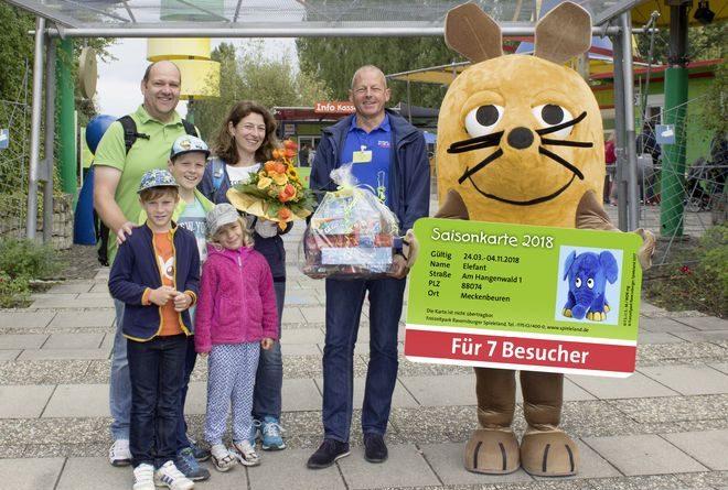 Das Ravensburger Spieleland durfte seinen siebenmillionsten Besucher seit der Eröffnung 1998 begrüßen. Bild: Ravensburger Spieleland