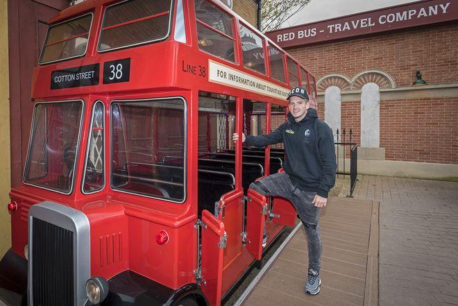 Ryan Kent im Englischen Themenbereich. Bild: Europa-Park