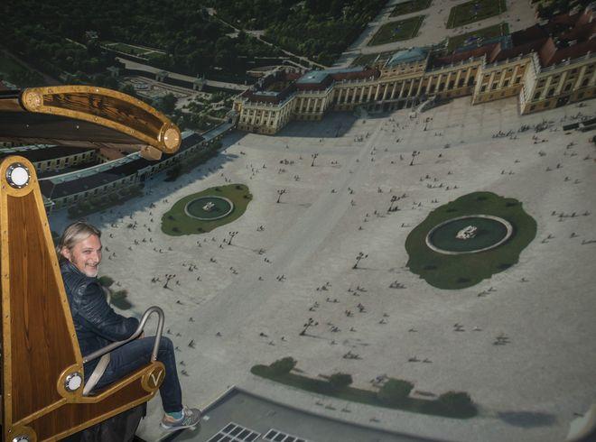 Stefan Jürgens bei seinem Flug mit dem Voletarium. Bild: Europa-Park