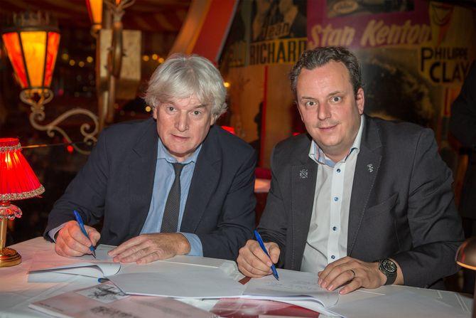 Jean-Jacques Clerico (Président du directoire du Moulin Rouge) und Michael Mack (geschäftsführender Gesellschafter des Europa-Park) bei der Vertragsunterzeichnung. Bild: Europa-Park