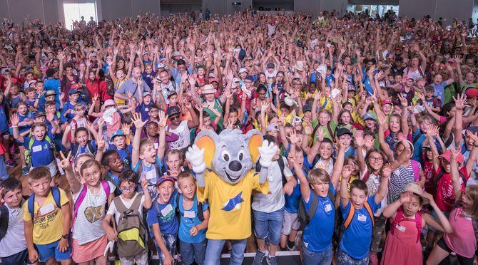 Rund 1.300 deutsche und französische Schüler feiern im Europa-Park Dome. Bild: Europa-Park