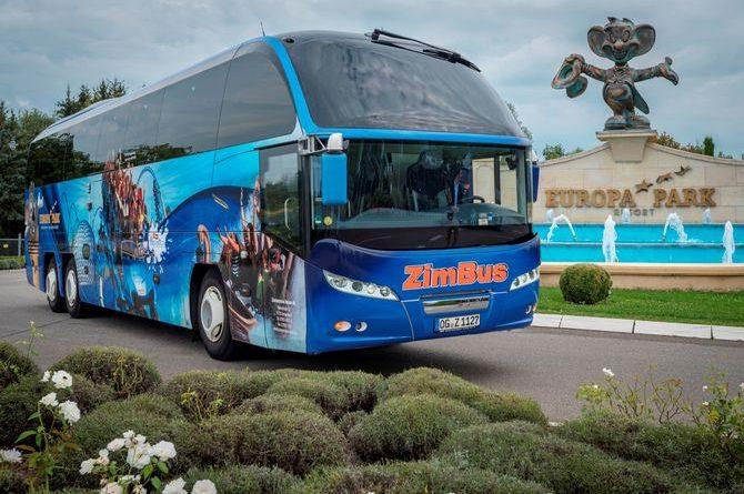 Gute Fahrt! Europa-Park Motive zieren den Reisebus von Zimmermann Reisen ZimBus aus Gengenbach . Bild: Europa-Park
