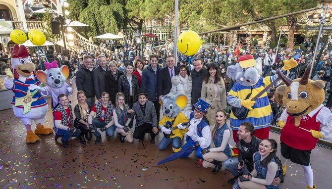 Tausende Besucher fiebern dem Saisonstart mit der Inhaberfamilie Mack entgegen. Bild: Europa-Park