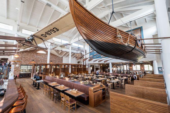 """Das Restaurant """"Bubba Svens"""" im Stil eines alten Bootshauses. Bild: Europa-Park"""