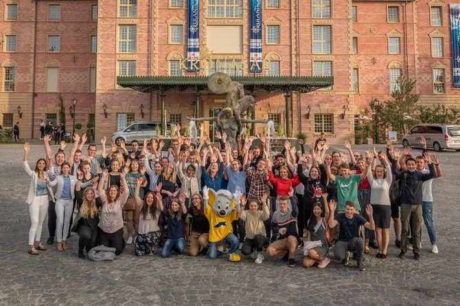 60 neue Auszubildende und Studierende starten im Europa-Park. Bild: Europa-Park