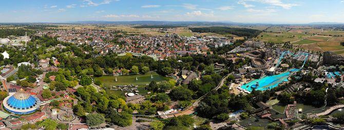 Rust mit dem Europa-Park im Panorama. Bild: Europa-Park