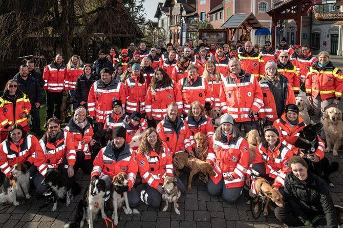 Über 40 Teams der Rettungshundestaffeln des DRK-Kreisverbandes Emmendingen, Freiburg und Offenburg trainierten im Europa-Park. Bild: Europa-Park