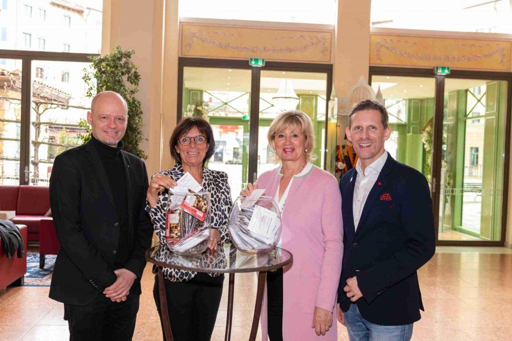 Johnny Schmidt-Brinkmann, Marianne Mack, Mauritia Mack und Matthias Blattmann (v.li.) bei der Ziehung der Gewinner Ende Februar. Bild: Europa-Park