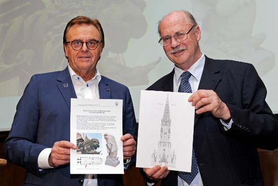 Europa-Park Inhaber Dr.-Ing. h.c. Roland Mack und Dr. Sven von Ungern-Sternberg, Vorsitzender des Münsterbauvereins. Bild: Europa-Park
