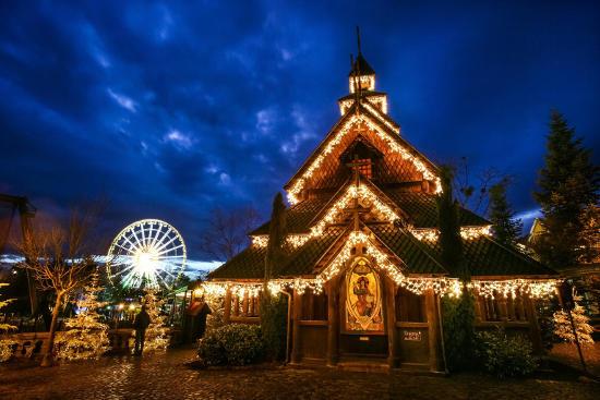 Die Stabkirche im Skandinavischen Themenbereich zur Weihnachtssaison. Bild: Europa-Park