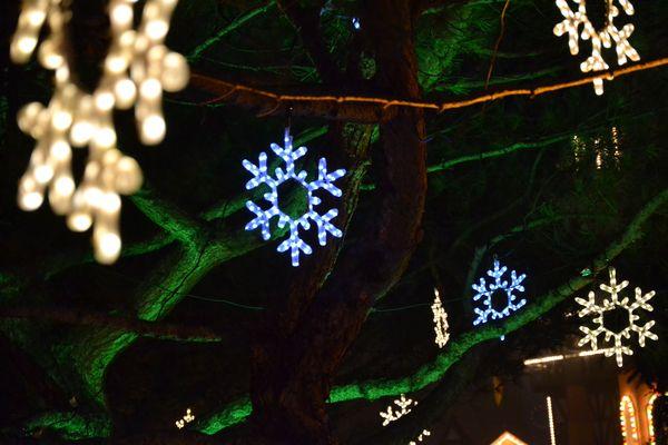 Weihnachtliche Dekoration im Europa-Park.