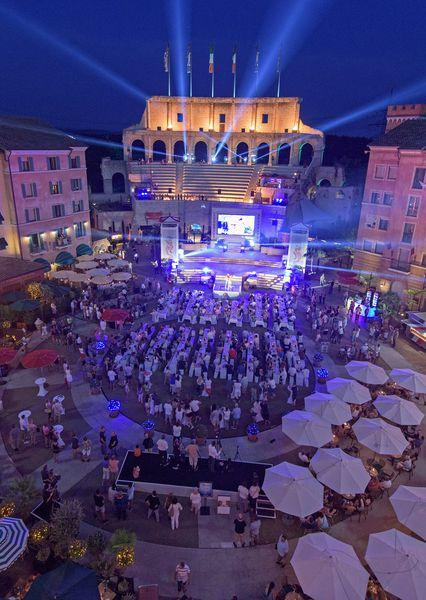 Das große Missenfinale im Innenhof des Hotels Colosseo. Bild: Europa-Park