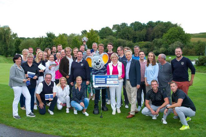 Die Familie Mack, die Organisatoren und die erfolgreichen Sieger des Turniers. Bild: Europa-Park