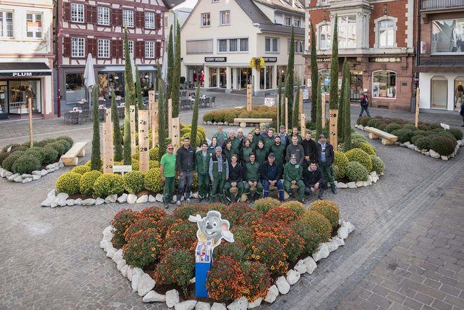 Der dekorierte Sonnenplatz in Lahr mit den Gärtnern des Europa-Park. Bild: Europa-Park