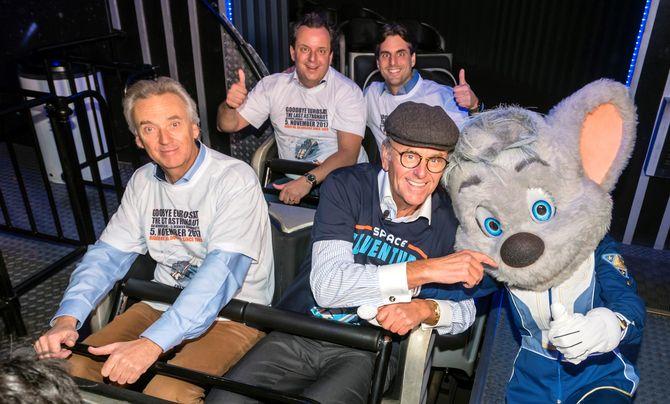Jürgen, Michael, Thomas und Roland Mack (v.l.n.r.) freuen sich mit Ed Euromaus auf die Fahrt mit der Eurosat. Bild: Europa-Park