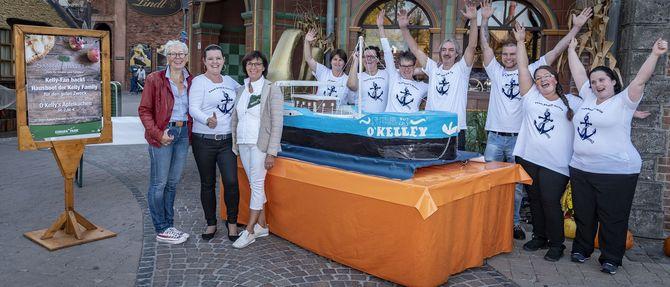 Barbara Dickmann (Santa Isabel e.V.), Kathrin Procopio, Marianne Mack und das gesamte Team freuen sich über das gelungene Projekt (v.li.). Bild: Europa-Park