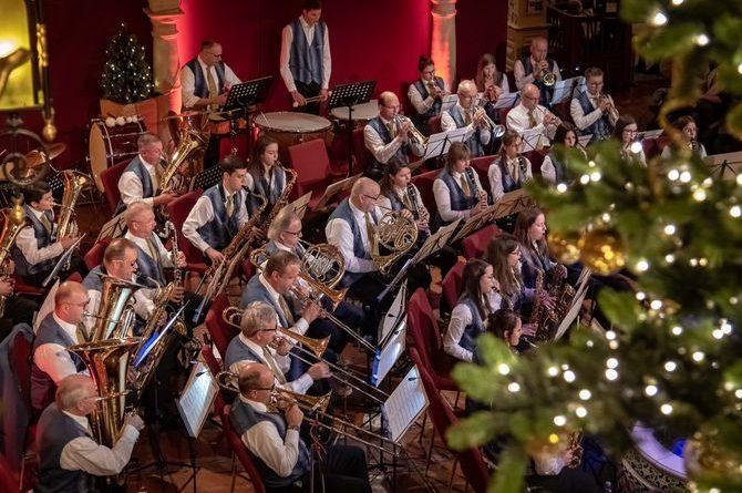 """Die Musikkapelle Rust begeistert mit ihrem virtuosen Spiel in der Lobby des Europa-Park Hotels """"El Andaluz"""". Bild: Europa-Park"""