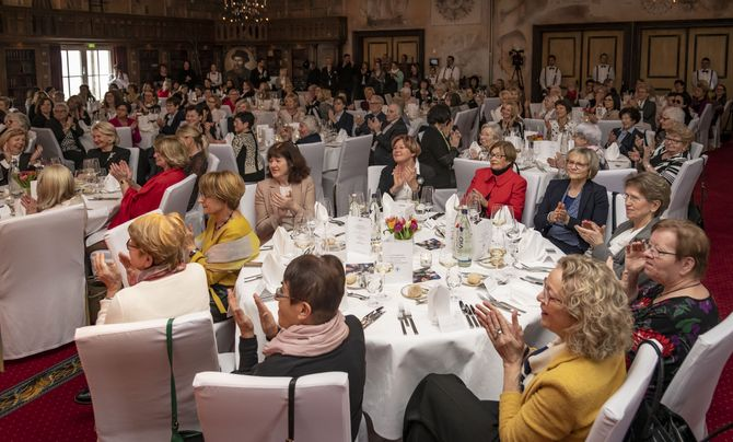"""Beste Stimmung beim stilvollen Charity-Nachmittag im 4-Sterne Superior Hotel """"Santa Isabel"""" des Europa-Park. Bild: Europa-Park"""