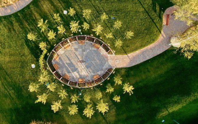 Der Roland Mack Platz in Form eines einzelnen Lindenblatts. Bild: Europa-Park