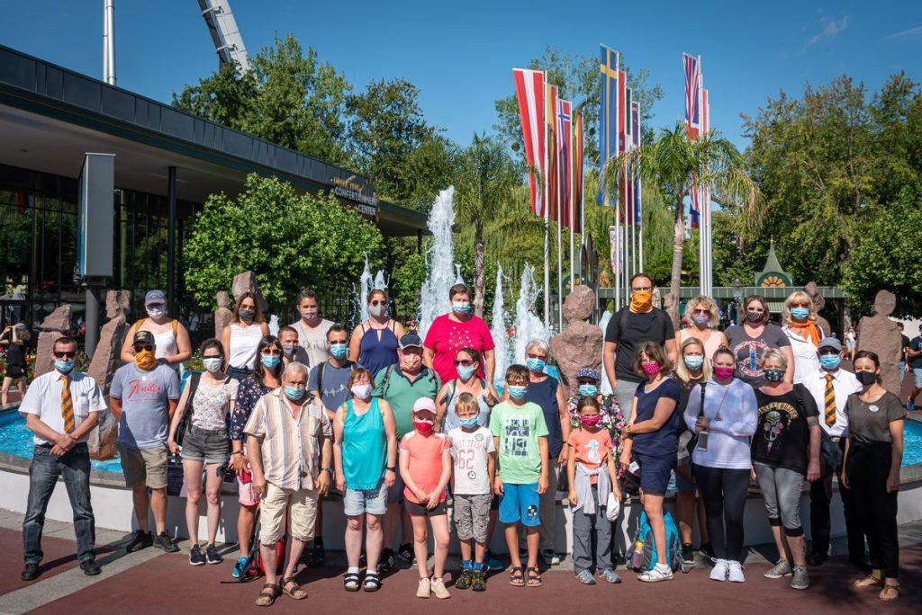 Kleine und große Corona-Helden freuen sich auf den Besuch von Deutschlands größtem Freizeitpark. Bild: Europa-Park