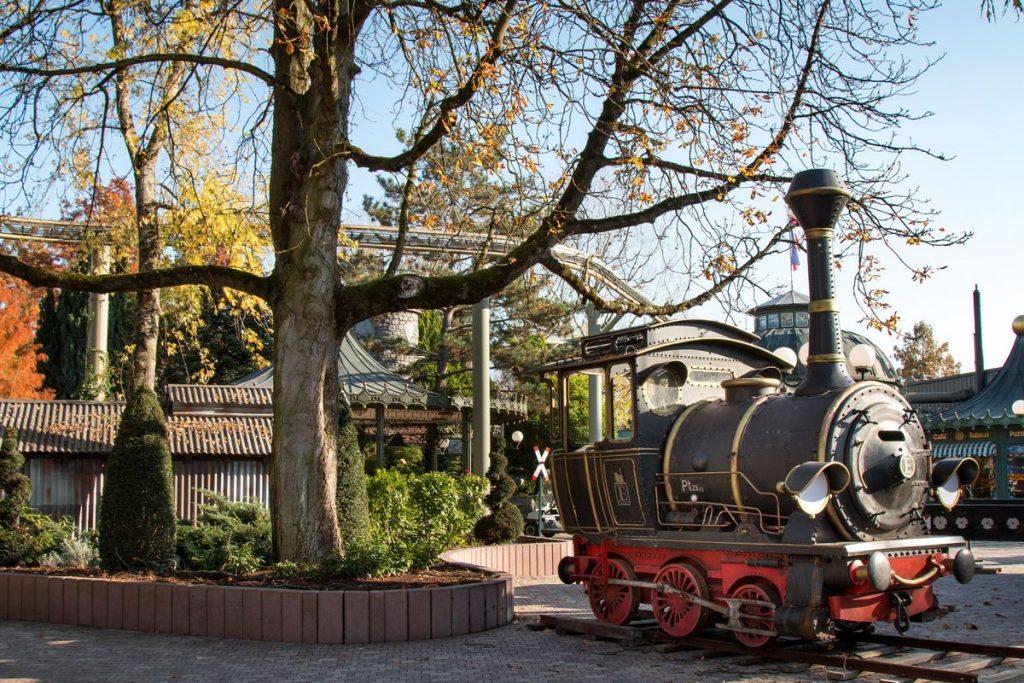 """Gleich neben der Attraktion """"Jim Knopf – Reise durch Lummerland"""" kann die Lok ab dem 01. Dezember von den Besuchern bestaunt werden. Bild: Europa-Park"""